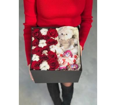 Коробка с Розами ,Игрушка,Сладости